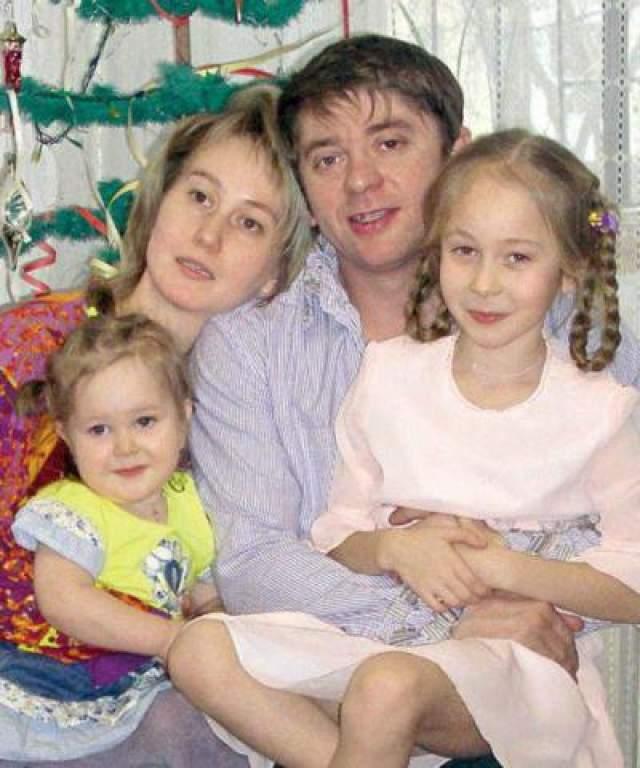 В 1995 году он женился, у них с супругой Екатериной есть дочери Анастасия и Елизавета.