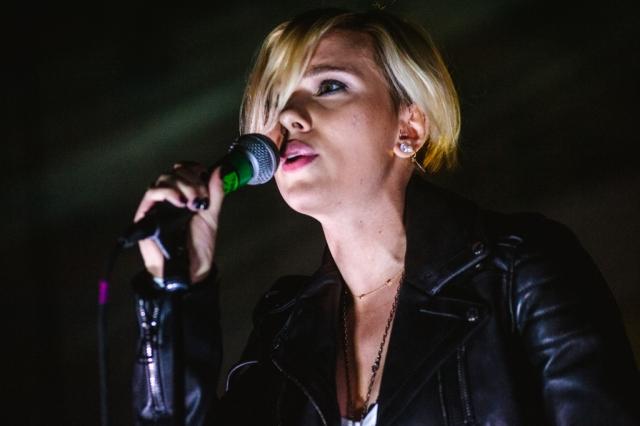 """Актриса Скарлетт Йохансон создала поп-группу The Singles, в составе которой также — Джулия Халтиган, Холли Миранда и Кендра Моррис. До этого в 2008 году она издала альбом """"Anywhere I Lay My Head"""" с """"каверами"""" песен Тома Уэйтса."""