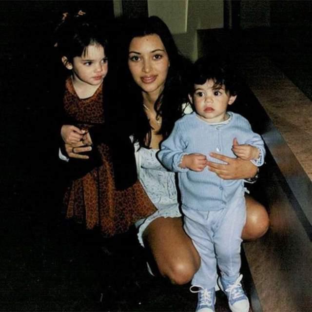 Ким Кардашьян с Кайли и Кендалл Дженнер.