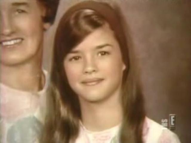 Джанис Дикинсон. Модель и звезда реалити-шоу заявила, что ее отец, Рэй Дикинсон, был педофилом.