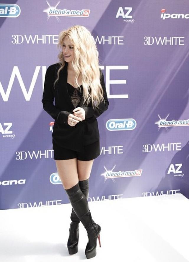 Шакира. Самая успешная колумбийская певица планеты ежегодно лидирует со своими песнями в западных музыкальных чартах, снимая баснословно дорогие клипы.