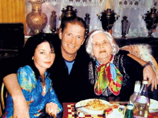 Александр Абдулов с мамой и супругой, правда, уже в наше время.