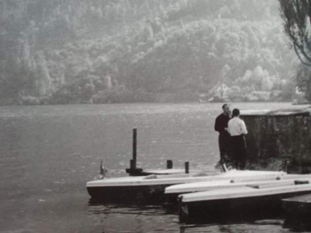 В феврале 1946 года экспедицию на Топлицзее совершили в надежде обнаружить нацистский клад три опытных альпиниста - Хельмут Майер, Людвиг Пихлер и Ганс Хаслингер. Они решили подняться на отвесную гору Раухванг, нависшую над озером. По-видимому, кладоискатели надеялись с высоты разглядеть на дне водоема металлические ящики. Но на полпути к вершине Хасингер интуитивно, как он потом объяснил криминальной полиции, почувствовал необъяснимый страх и вернулся вниз.