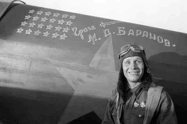 Михаил Баранов. 1921-1943. Герой Советского Союза. Всего за полтора года в советской армии провел 285 боевых вылетов, одержал 24 личных победы. Погиб во время выполнения тренировочного полета.