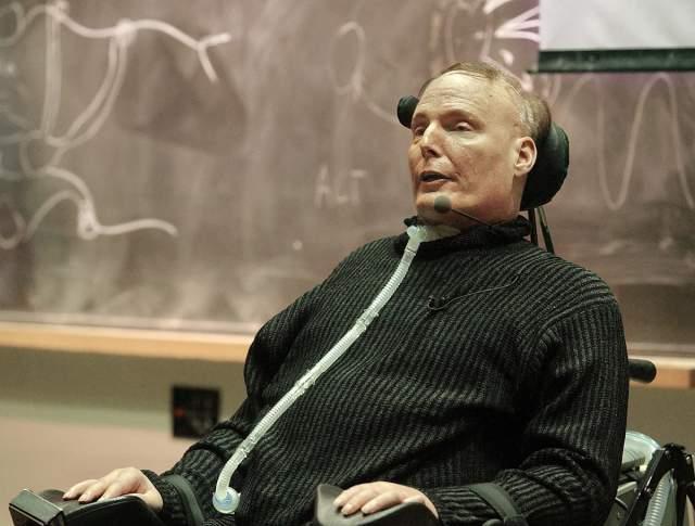 Несмотря на это, спустя какое-то время он продолжил сниматься в фильмах и сериалах - вплоть до своей смерти в 2004 году от сердечного приступа.