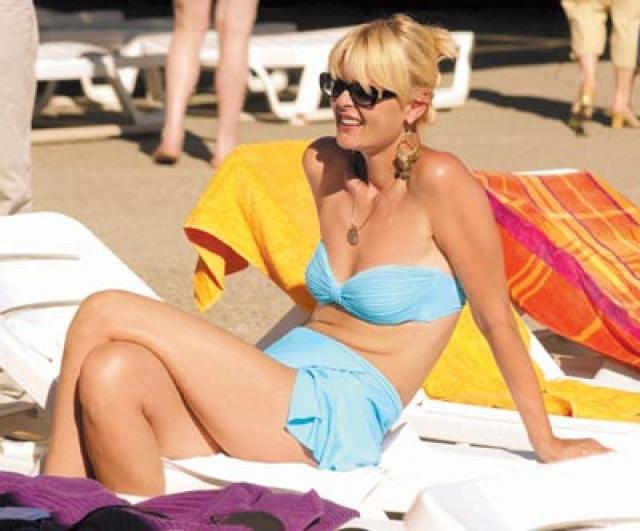 Юлия Меньшова. В свои 47 актриса и телеведущая легко может позволить себе раздельный купальник.
