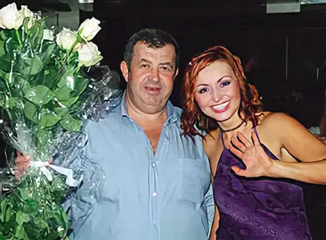 """Суд признал, что договор, заключенный между певицей и ее бывшим супругом, недействителен, Лель вернула себе доброе имя и право радовать своих фанатов очередными хитами про """"муси-пуси""""."""