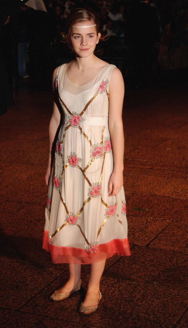 Эмма Уотсон. Актриса стала звездой, будучи еще совсем ребенком. Возможно именно этим фактом объясняется ее ранний имидж.