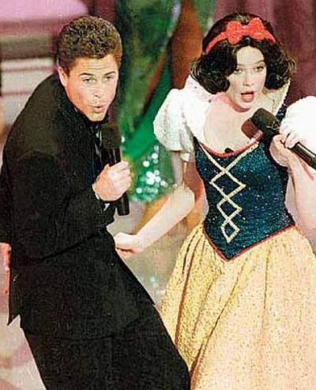 1989. После исполнения на церемонии Белоснежной в дуэте с Робом Лоу скандальной песни Proud Mary компания Диснея пригрозила Академии судом.