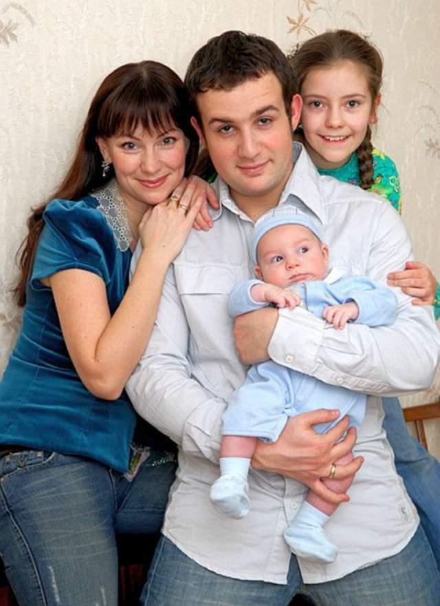 В том же 2006-м у них появился сын Илья.