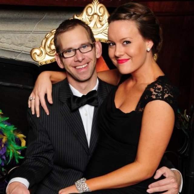Эштон, как мы знаем, после нескольких не самых удачных попыток построить семью все-таки нашел свою любовь в лице Милы Кунис, у них двое детей. Майкл был женат, но, когда его супруга была беременна, он ей изменил, и пара развелась в 2014 году.