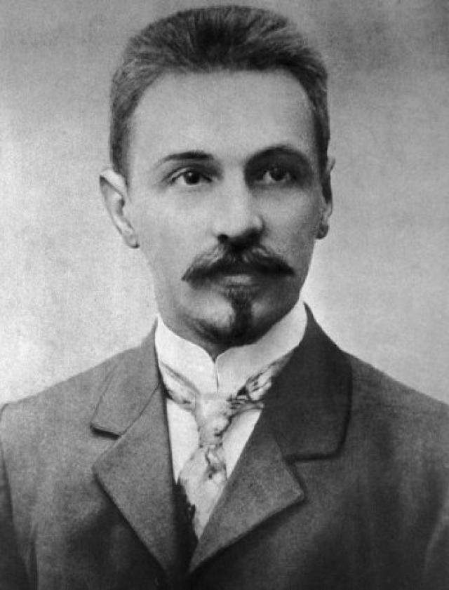 Телевизор. Первые телевизионные аппараты (кинескопы) были изобретены в Петербурге Борисом Розингом (на фото) и Львом Терменом.