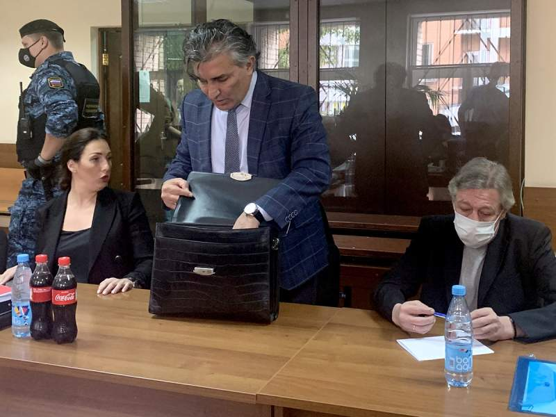 СМИ узнали, за что был судим адвокат Ефремова