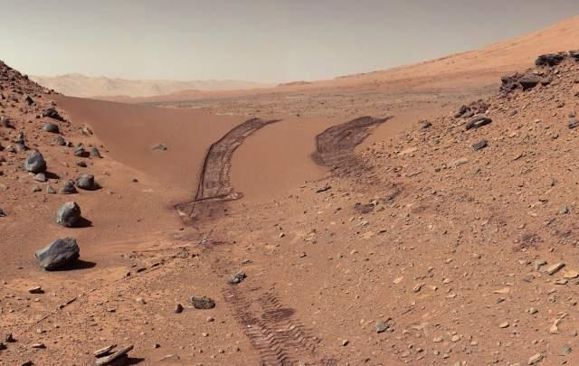 Взгляд на путь, который проделал марсоход, 9 февраля 2014 года/