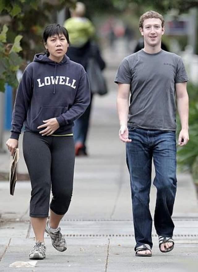 Основатель Facebook Марк Цукерберг . Женат на однокурснице Присцилле Чан. 33-летний основатель социальной сети Facebook, самый молодой миллиардер в мире и один из самых желанных женихов планеты, обрел счастье не с кинозвездой и не супермоделью, а с бывшей однокурсницей Присциллой Чан, с которой компьютерный гений познакомился в коридорах университета в 2004 году.