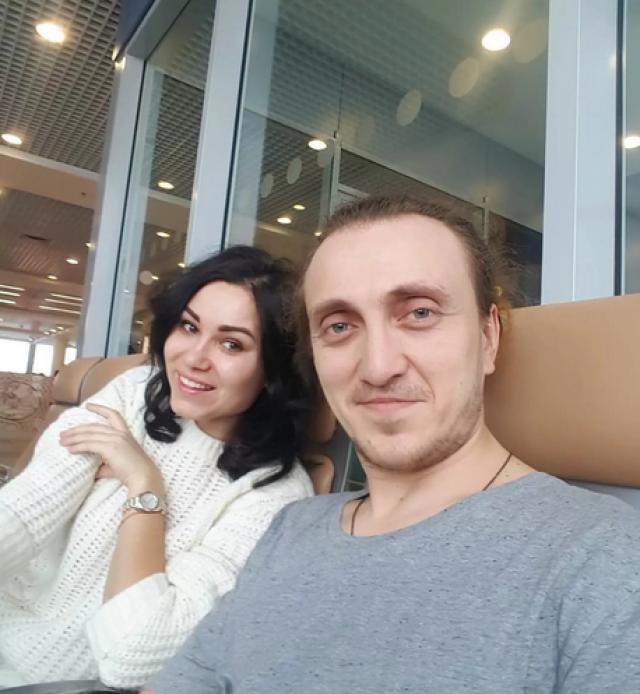 Также Дорохов работает ведущим мероприятий и активно ведет Инстаграм.