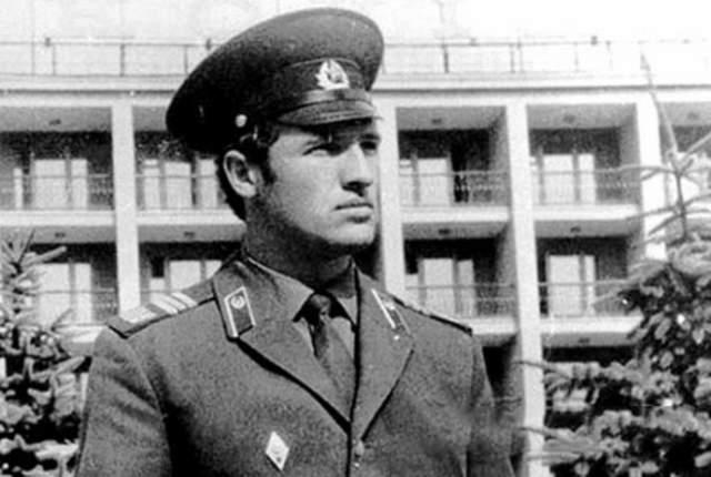 Без усов белорусский президент выглядел таким образом.