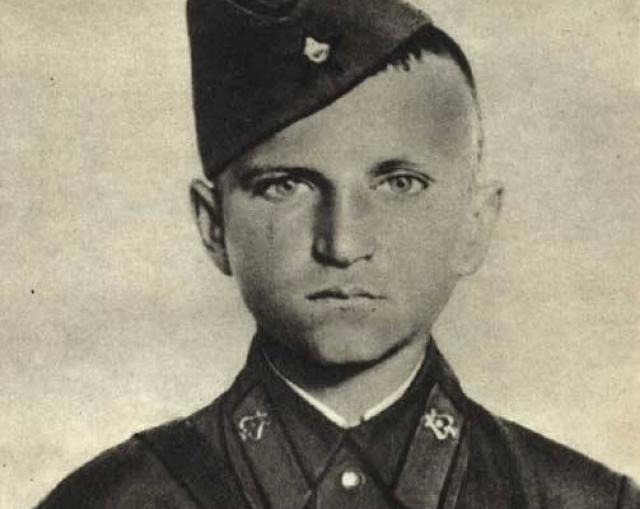 Петя Клыпа. Когда началась война, жителю Бреста было 14 лет. С началом штурма Брестской крепости, он вступил в ряды военнослужащих: ходил в разведку, таскал боеприпасы и медикаменты.