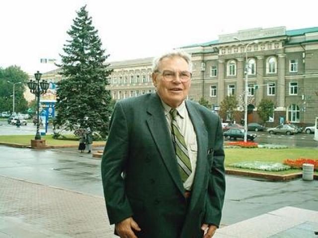 Приемный, но, пожалуй, самый любимый сын Сталина умер 15 января 2008 года. Похоронен на Кунцевском кладбище в Москве.