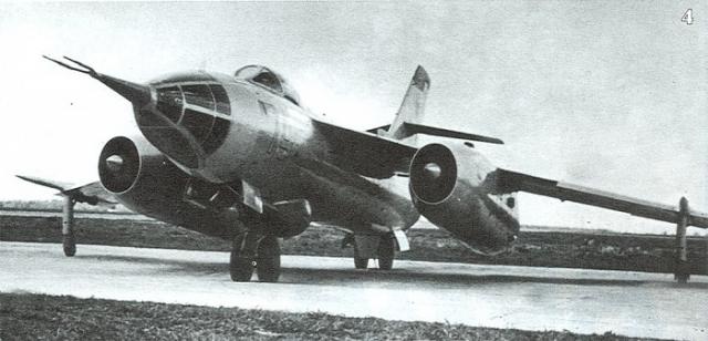 В небе загорелся левый двигатель. Летчикам удалось устранить пожар, но двигатель завести было невозможно. Шерстобитов принял решение возвращаться на аэродром, для чего необходимо было выполнить заход на посадку над Липецком. Неожиданно отказал и правый двигатель.