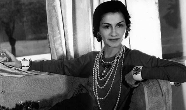 Коко Шанель (Габриэль Бонёс). Прожила 87 лет. Имела множество романов, в том числе продолжительных, но не выходила замуж. На первом месте для Коко всегда была ее работа.