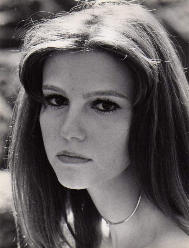 """Стефания Сандрелли Итальянская актриса, ставшая известной в 15-летнем возрасте после фильма """"Развод по-итальянски"""" (1961). Параметры фигуры 98-67-101 (в возрасте 39 лет)"""