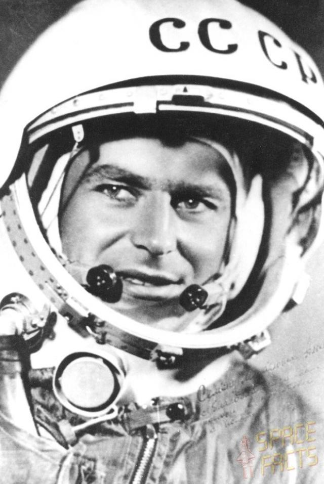 """Герман Титов. В 1960 году был выбран в отряд космонавтов, где стал дублером Юрия Гагарина и пилотом второго космического корабля """"Восток-2"""", запущенного в августе 1961 года."""