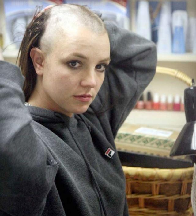 В феврале 2007 года у певицы случился новый нервный срыв, из-за развода. Она приехала в один из недорогих салонов красоты Лос-Анджелеса и потребовала обрить себя налысо. После отказа взяла машинку в свои руки..