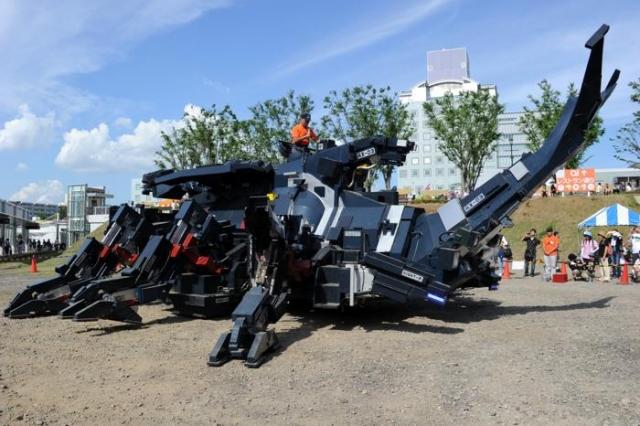 14. Kabutom RX-03. Японец Хитоси Такахаси 11 лет разработывал механического жука массой 17 тонн и еще три года потратил на то, чтобы его собрать и довести до ума.