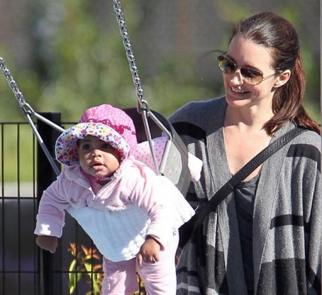 7 октября 2011 года стало известно, что Кристин удочерила новорожденную девочку, названную Джемма Роуз Дэвис, которую растит в одиночку.