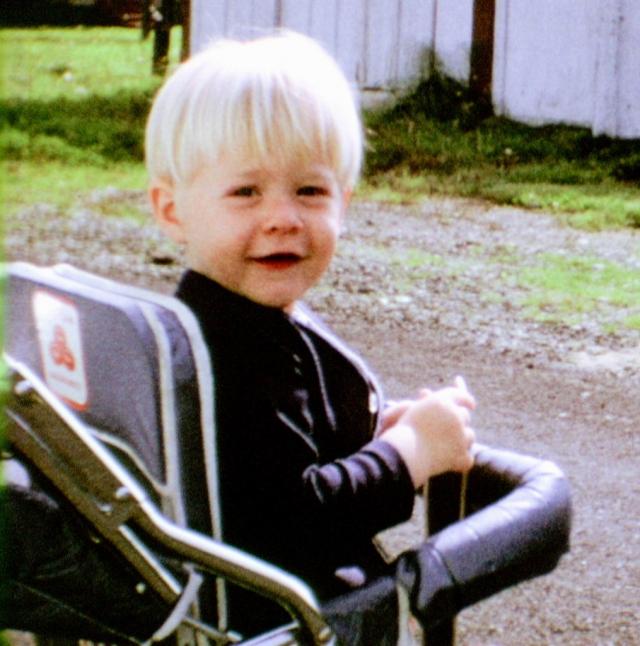 Курт Кобейн родился в США, но среди его предков были ирландцы, англичане, шотландцы и немцы.