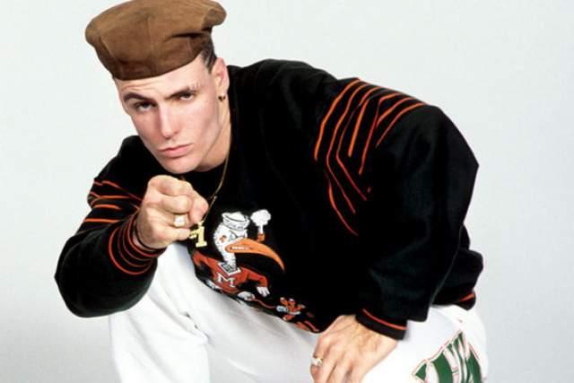 """Vanilla Ice – """"Ice Ice Baby"""", 1990 год. Сейчас хип-хоп – самый популярный музыкальный жанр на Земле, но в 1990 году дела обстояли немного по-другому. Именно """"Ice Ice Baby"""" стала первой рэп-композицией, добравшейся до вершины чарта США (а также Великобритании, Австралии и других стран). Изначально песня вышла би-сайдом к синглу """"Play That Funky Music""""."""