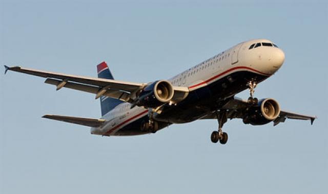 """Самолет был выпущен в 1999 году (первый полет совершил 15 июня 1999 года). На день инцидента совершил 16299 циклов """"взлет-посадка"""" и налетал 25241 час."""