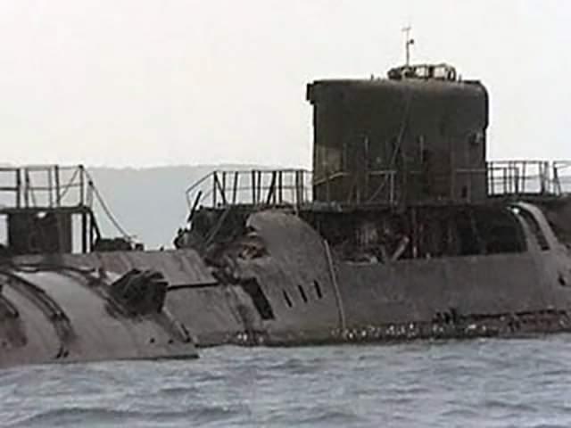 К-431: взрыв субмарины Атомная подводная лодка СССР с крылатыми ракетами К-431 в 1985 году стояла на ремонте в бухте Чижима в 55 километрах от Владивостока. При загрузке атомного топлива из-за ошибки персонала произошел мощный взрыв, который сорвал крышку реактора и выбросил наружу все отработано ядерное топливо.