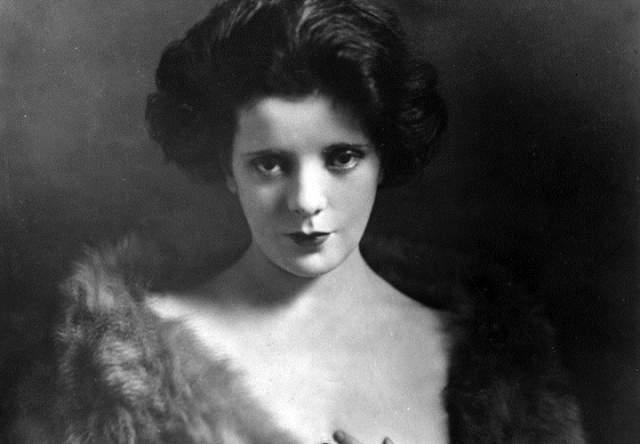 """У Рубенс также было три коротких брака. В 1931 году она написала рассказ о своей жизни под названием """"Почему я остаюсь под допингом"""", а вскоре после его публикации умерла в возрасте 33 лет."""