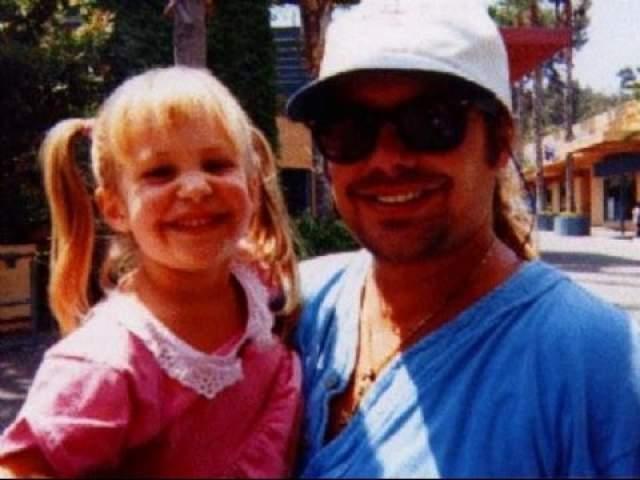 После этого Винс организовал фонд имени своей дочери, который собирает деньги для детей, больных раком.
