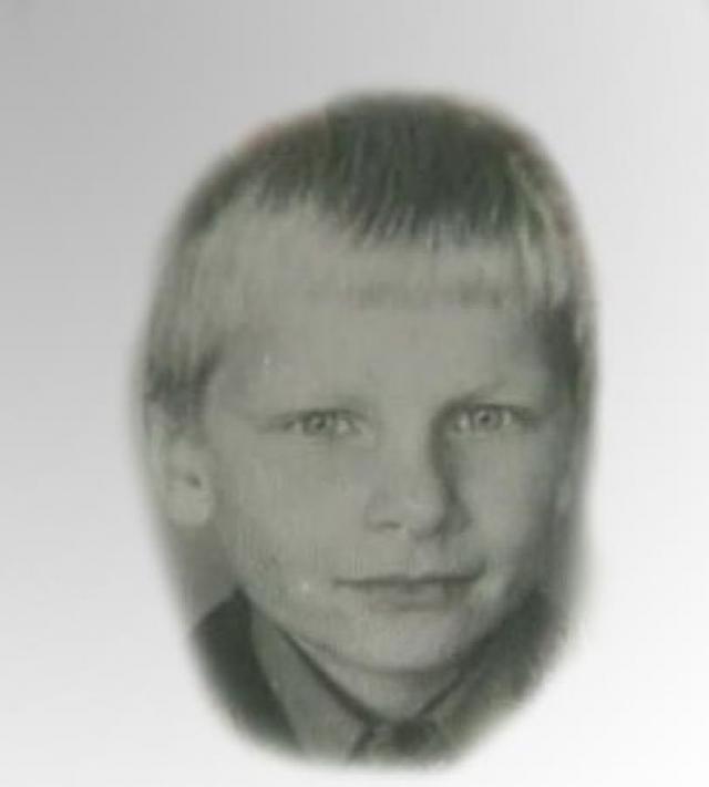 В августе 1991 года, проезжая на автомобиле мимо с. Успенское, Головкин увидел на автобусной остановке мальчика лет десяти, который попросил подвезти его до поселка Горки-10. Но обманным путем преступник завез его в свой гараж.