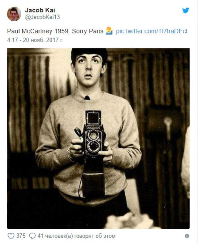 Однако комментаторы с ней не согласились. В доказательство они выложили снимок, где Пол Маккартни снимал себя в зеркале. Шел 1962 год.