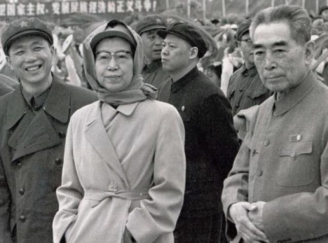 Когда Мао Цзэдун умер, Цзян Цинн пыталась стать его политической преемницей, но безуспешно. 14 мая 1991 года ее обнаружили повесившейся в одной из комнат пекинской резиденции.