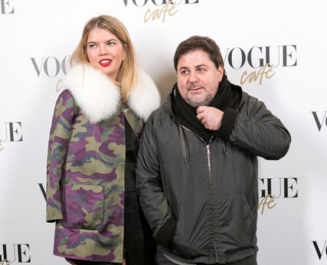 С ней Цекало познакомился в Киеве на модном показе дизайнера Ольги Навроцкой, у которой Виктория работала ассистенткой.