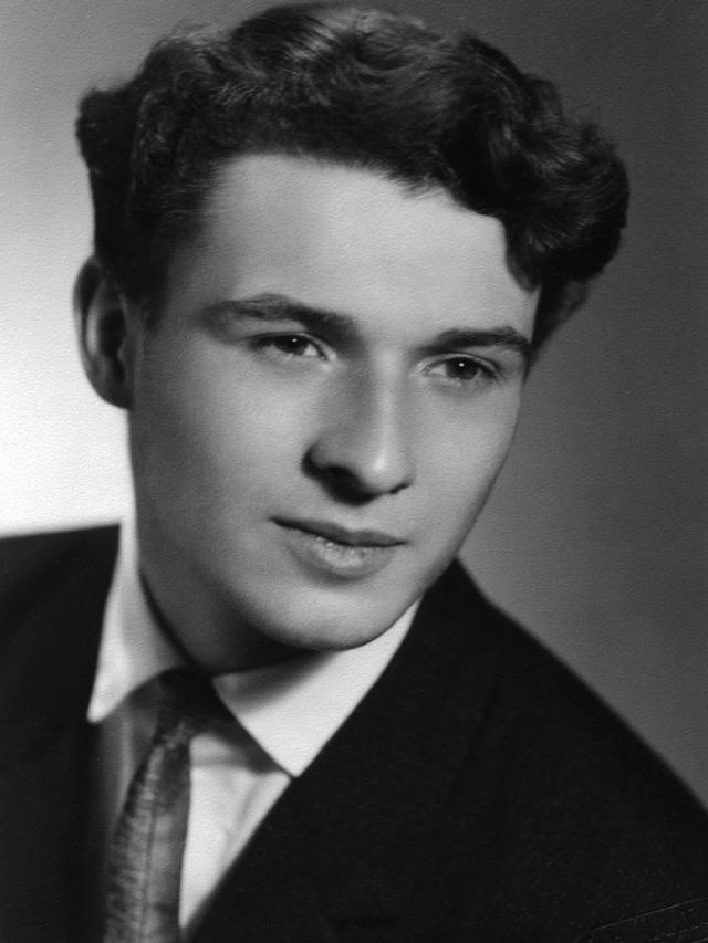 Ян Палах. В 1966 году юноша из простой сельской семьи поступил в Пражский экономический университет, а через два года перевелся на философский факультет.