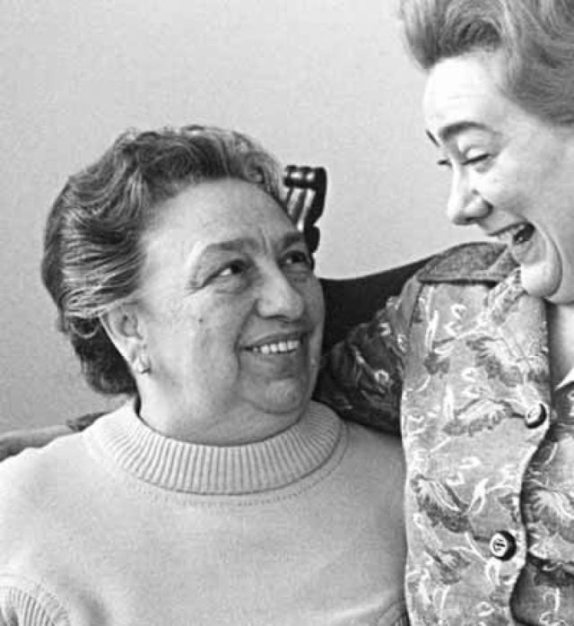 А вот их дочь была полной противоположностью матери: Галина Брежнева вела шумную и достаточно скандальную жизнь , имела много любовников, проводила время в постоянных вечеринках, много пила и обожала дорогие наряды.