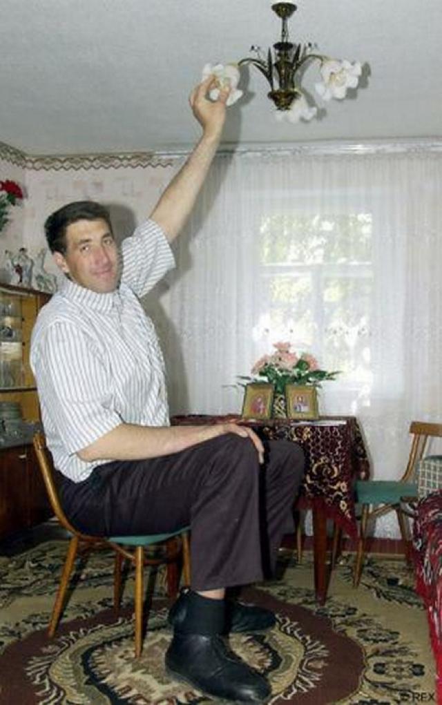 Долгое время Леонид отказывался от официальных измерений представителей Книги рекордов Гиннесса, но в августе 2007 года был все же туда внесен.
