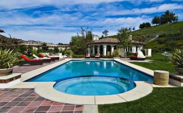 За дом, расположенный в частном районе Лос-Анджелеса, звезде пришлось выложить 7,2 миллиона долларов.