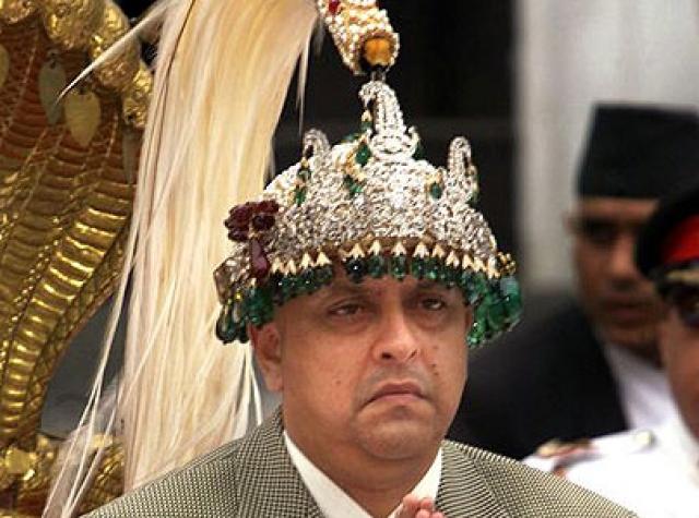 После того, как он умер 4 июня 2001 года, королем Непала стал Гьянендра, брат покойного короля Бирендры, который отсутствовал во дворце во время резни.