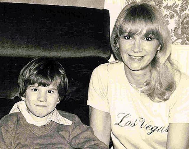 Англичанка Кэтлин Кэмпбелл в 1987 году родила сына, будучи в возрасте 55 лет.