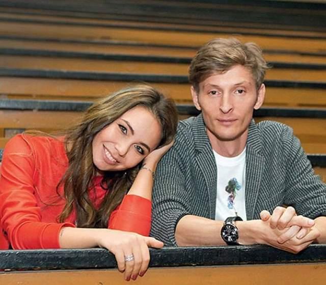 Павел Воля . В 2012 году 34-летний резидент Comedy Club женился на 27-летней спортсменке Ляйсан Утяшевой.