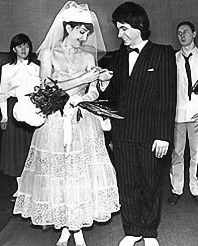 Лолита Милявская и Александр Беляев. Певица впервые вышла замуж в 1985 году за своего однокурсника.