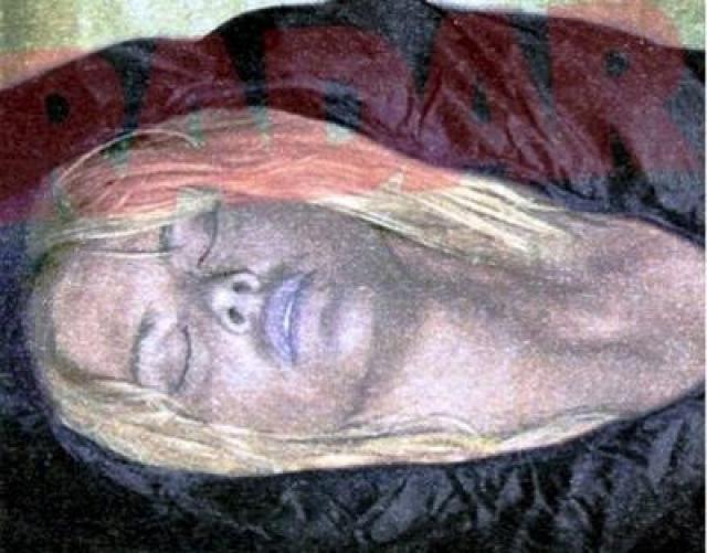 Американское издание National Enquirer опубликовало даже снимки Анны Николь в мешке для перевозки трупов, опубликовав его в колонке, которую она вела при жизни.