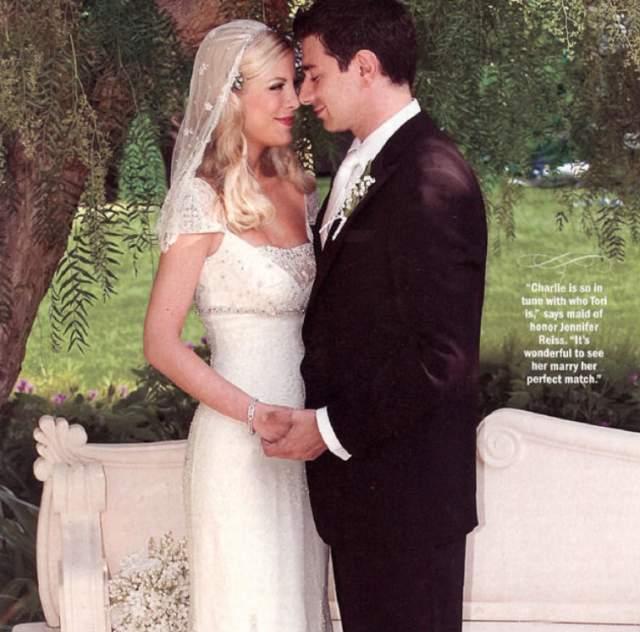 Тори Спеллинг и Чарли Шэниан ( $1 млн). Свадьба актеров состоялась 3 июля 2004 года в усадьбе Спеллингов в Калифорнии. Среди гостей были, конечно же, одни знаменитости, которых и нужно было обслуживать по первому разряду.